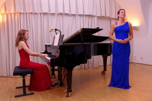 Caroline O'Dwyer und Sonja Schönamsgruber (Foto: Volker Schmidt)