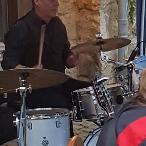 Stefan an den Drums
