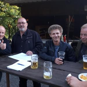Lin, Robert, Saul und Herr Trinkler kurz vor dem Konzert