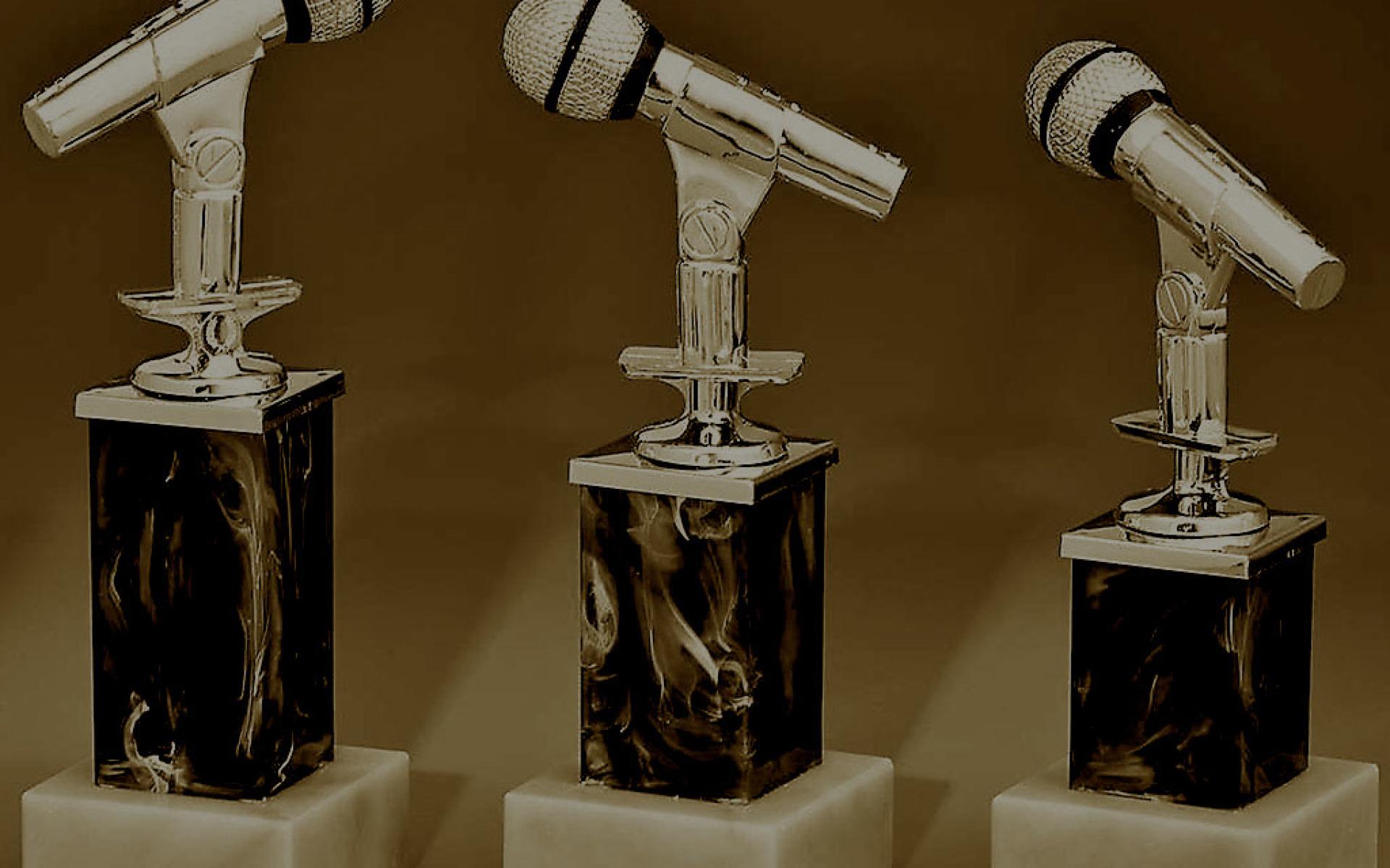 33925-27-mikrofon-blau-trophy