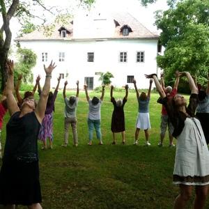 Atemarbeit im Freien; Gesangsworkshop  Maria Saal 2015