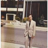 Alfred Melichar vor dem Bruckner-Konservatorium Anfang der 90er Jahre