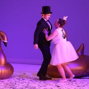 Die Fledermaus-Frank,Ida(Helena Donie)-Foto:Tom Kohler