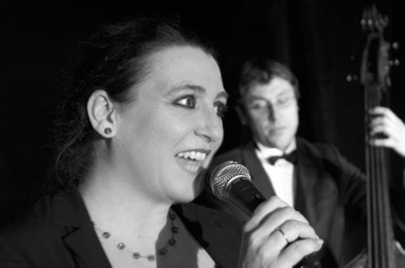 Gabi Kinsky singt Hildegard Knef – Markus Lechner im Hintergrund