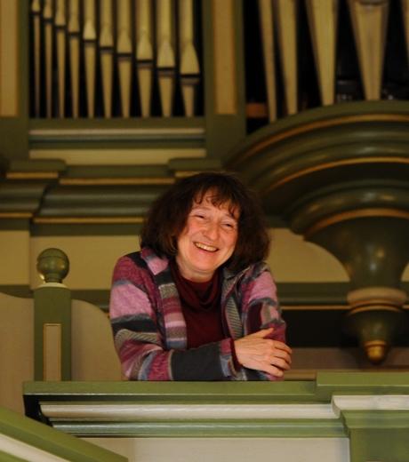 Ruth-auf-orgelempore-10x15__11-12__heboden