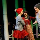 Zaufke/Lund: Grimm / Oma Eule - Oper an der Leine (Foto: Hesse) mit Maxie Reichart (Dorothea) u. Konstantin Busack (Schw. Wild)