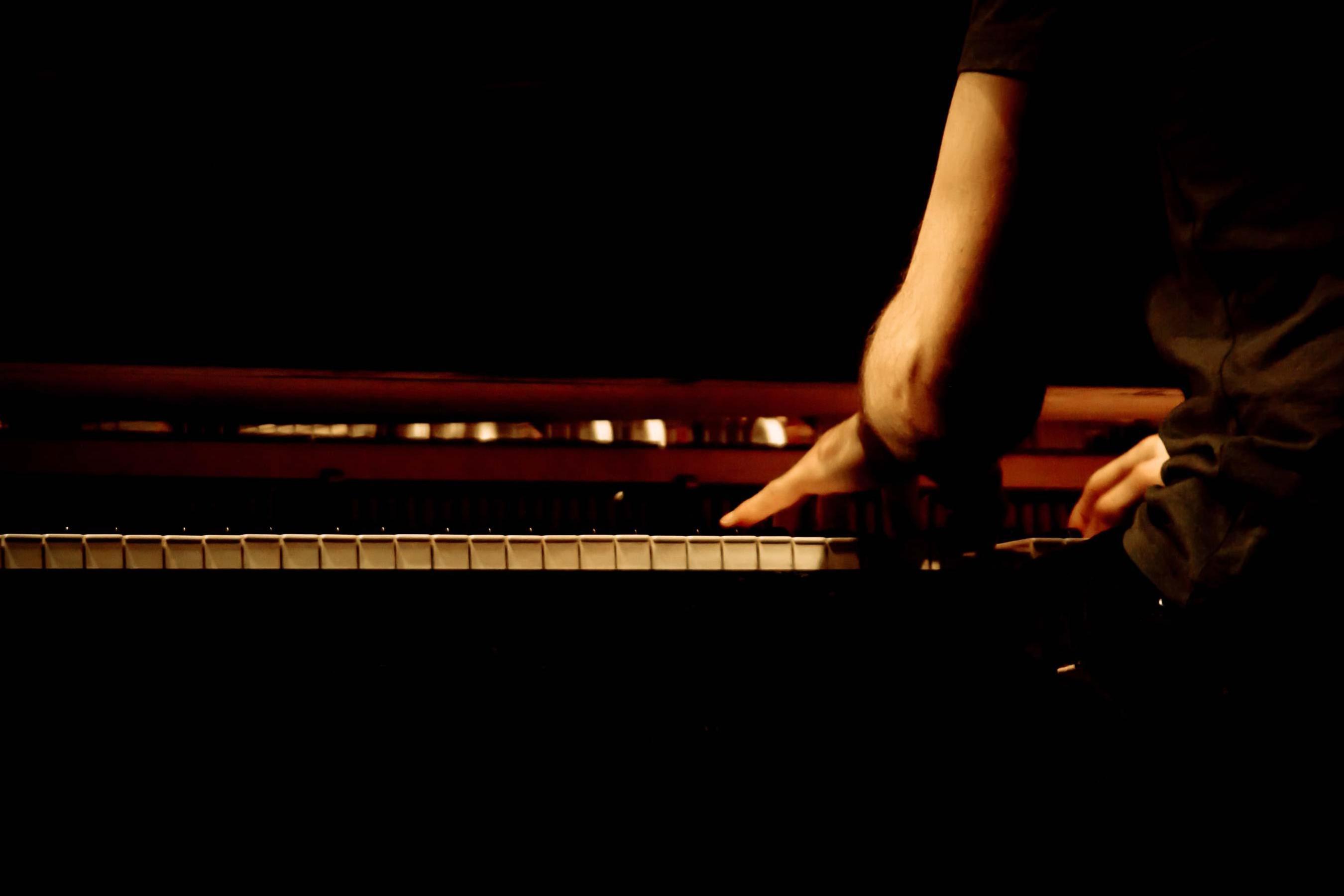 Bg-pianist