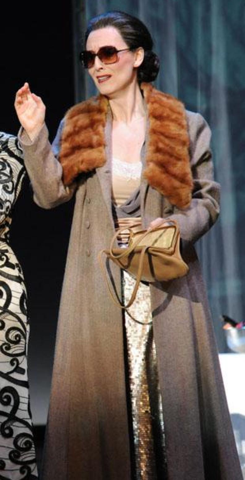"Katja Bördner als ""Amelia"" in Verdis ""Un Ballo in Maschera"", Regie: Roman Hovenbitzer"