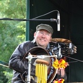 "Am ""Holz-Cajon-Percussion-Set"" mit ""Ferry 2 Kerry"""