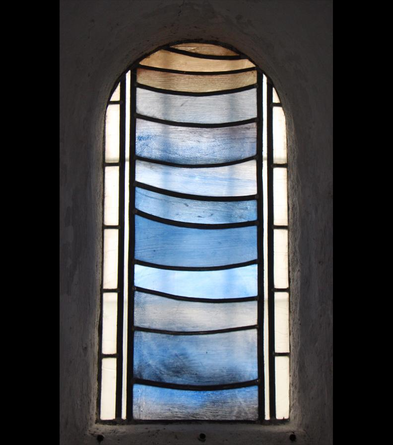 Fenster der Kirche Notre Dame in Lancharre (Burgund)