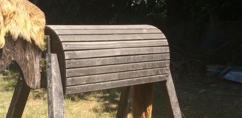 Körperhaltung und Sitzschulung auf dem Holzpferd