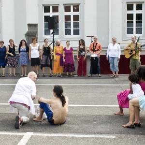 """Auftritt des Projekts """"Singen und Trommeln"""", 2015"""